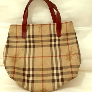 Burberry sm tote with red patent leather handles
